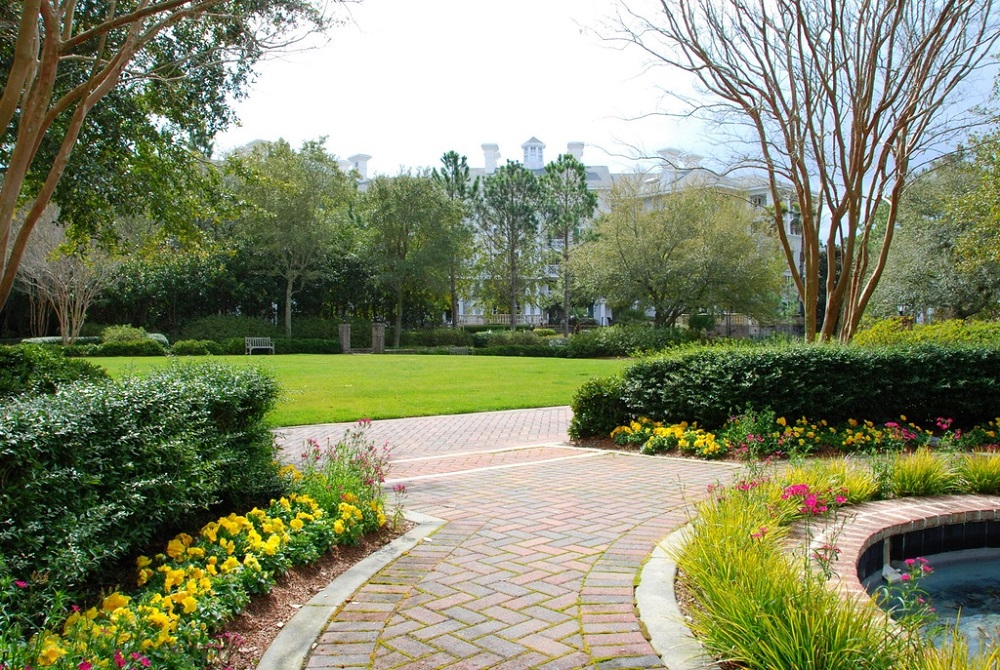 Amazing Landscaping Ideas For Decorating Your Garden