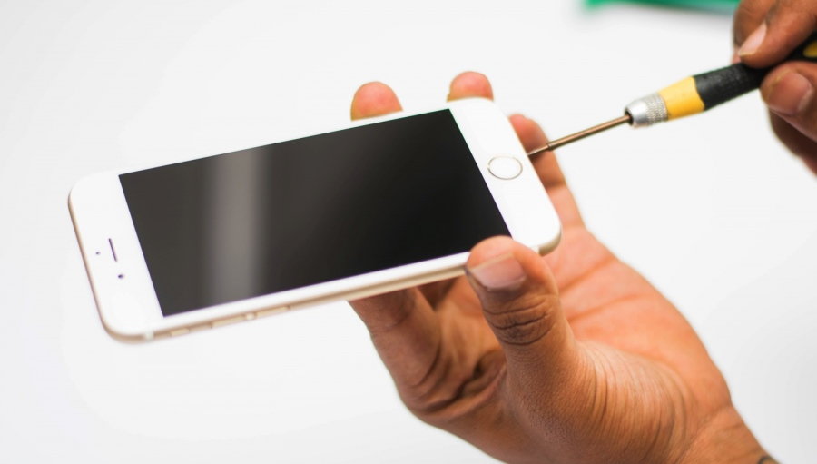 Some Most Common Reasons For iPhone Repairing