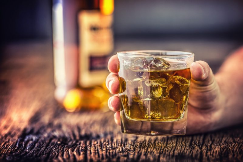 Ways To Deal With An Alcoholic Spouse Without Divorcing