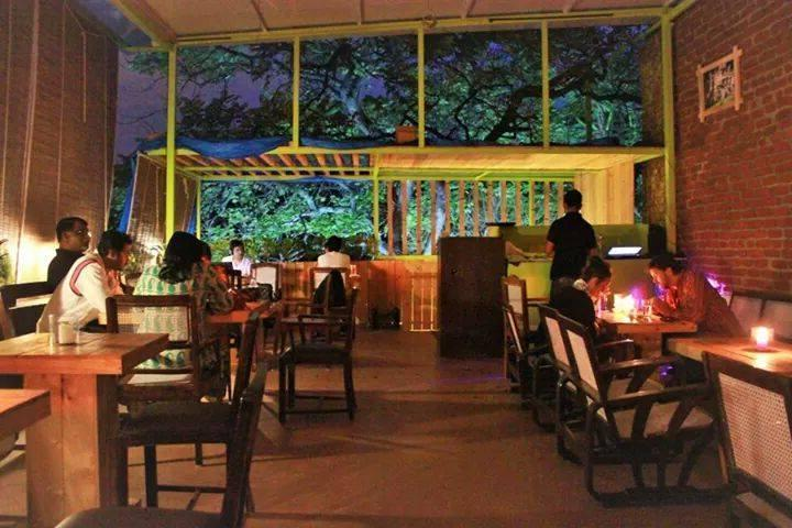 Cafe-o-holic + art lover? Head To These 5 Exuberant Art Cafes In Bangalore