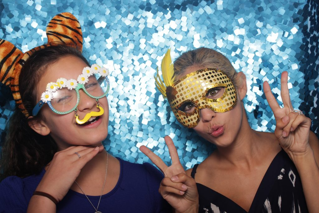WAYS IN WHICH YOU CAN UTILIZE PHOTO BOOTH SERVICES